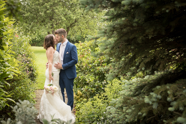 Five Bells Stanbridge wedding on the English Wedding Blog by lovely Becky Harley Photography (25)
