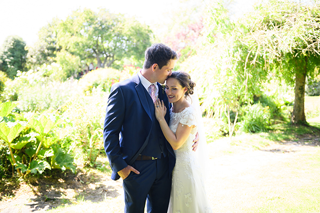 A beautiful picnic style English summer wedding with images by Amanda Forman Photography (13)