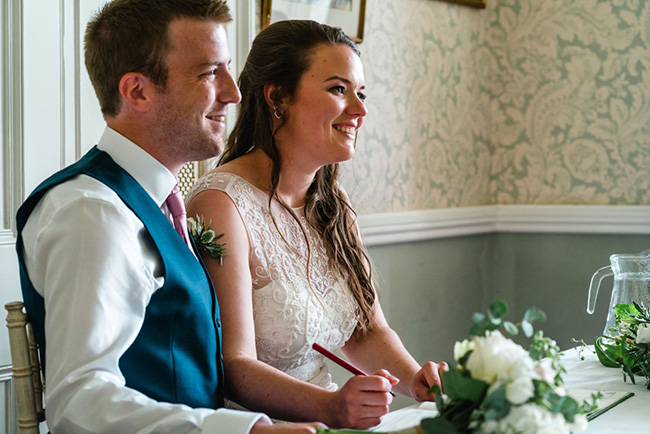 The perfect intimate wedding in Hampshire with Lemontree Photography (24)