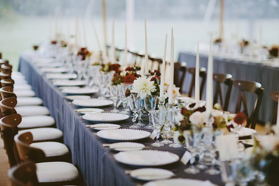 marquee wedding styling for maximum impact 8 top tips the english wedding blog. Black Bedroom Furniture Sets. Home Design Ideas