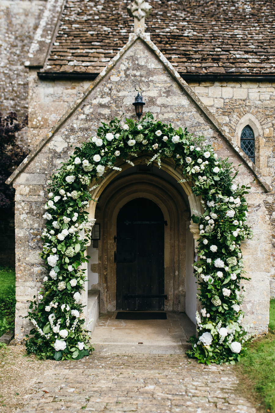 Florals by Foxy Buds for a beautiful English wedding near Bath, image credit Simon Biffen Photography (11)