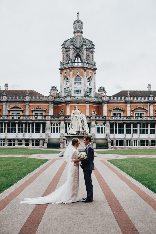 Classic elegance for a Royal Holloway wedding with Dale Stephens Photography (10)