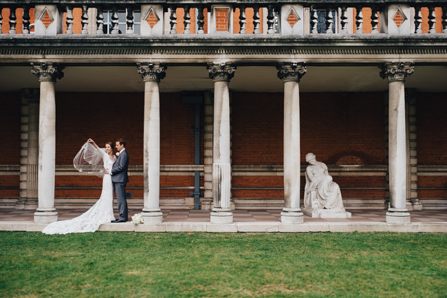 Classic elegance for a Royal Holloway wedding with Dale Stephens Photography (11)