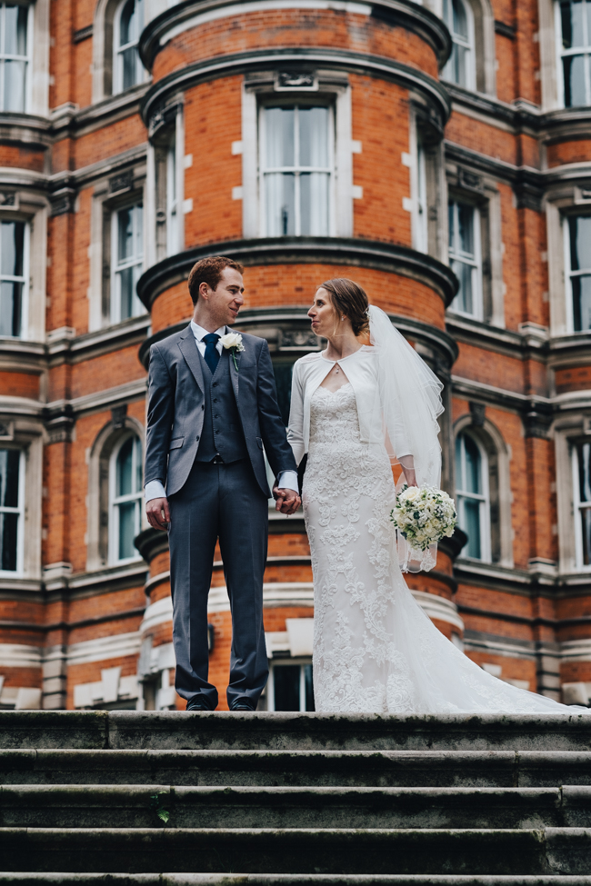 Classic elegance for a Royal Holloway wedding with Dale Stephens Photography (15)