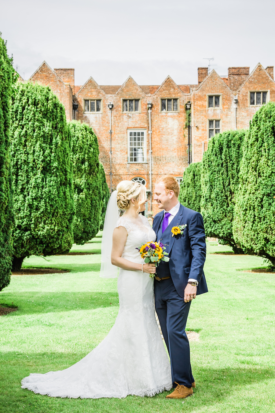 Sunflower filled wedding at Glemham Hall with Ayshea Goldberg Photography (16)