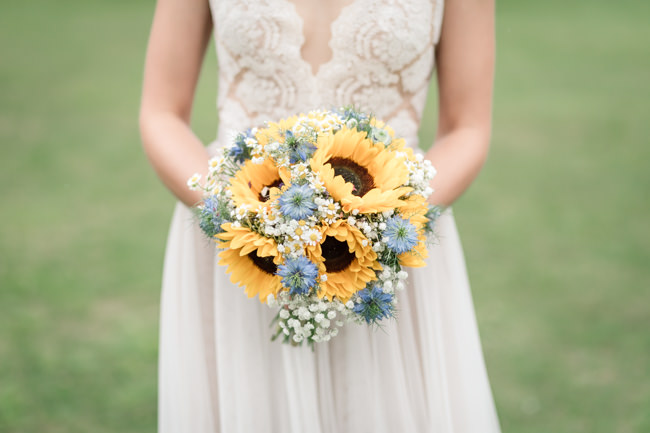 Sunflowers and tipi wedding style at the Henry Moore Foundation Hertfordshire with Becky Harley Photography (12)