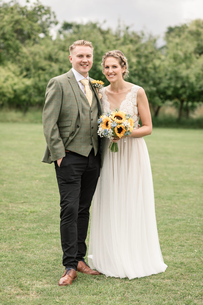 Sunflowers and tipi wedding style at the Henry Moore Foundation Hertfordshire with Becky Harley Photography (13)