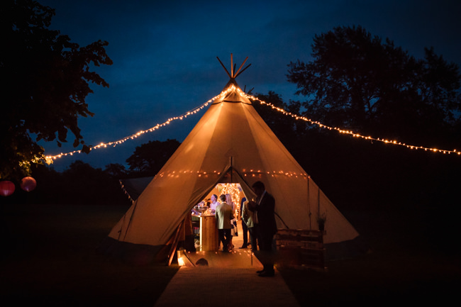 Sunflowers and tipi wedding style at the Henry Moore Foundation Hertfordshire with Becky Harley Photography (36)