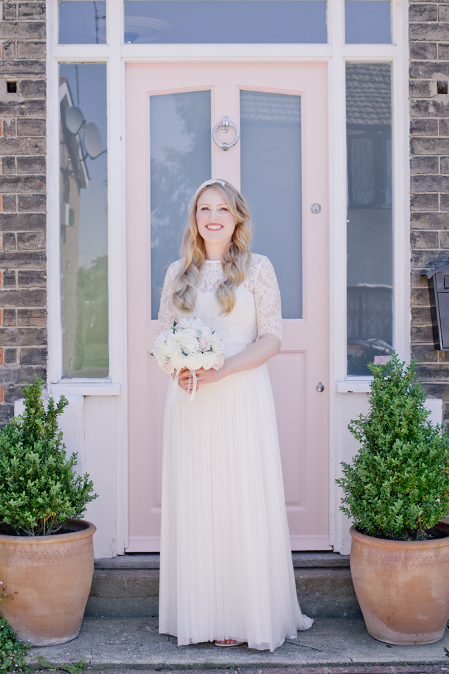A gorgeous summer wedding at home, Laura-Jane Photography Essex (11)