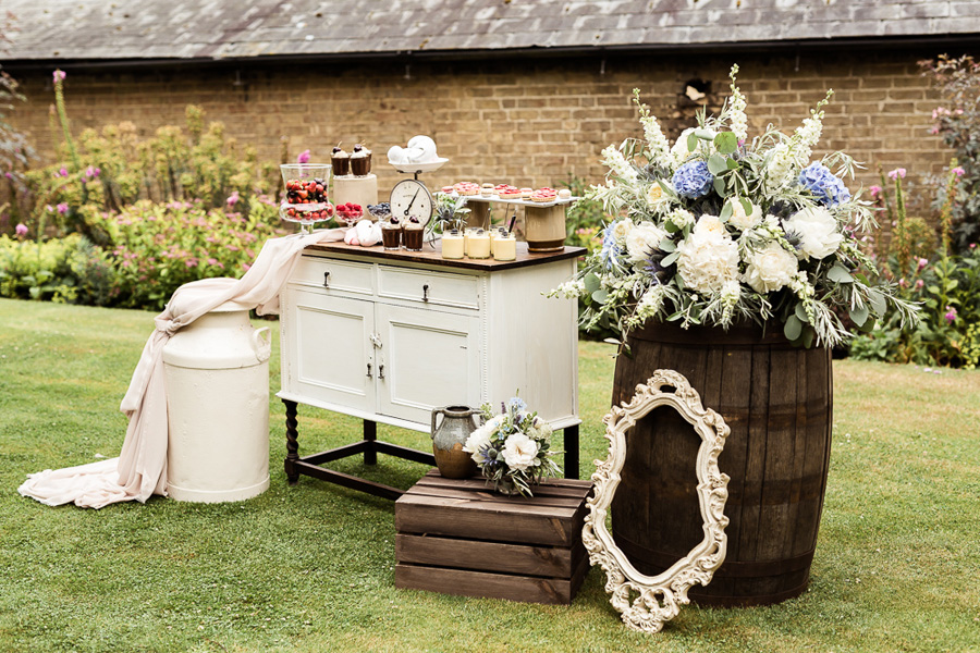 Cambridgeshire venue Lattenbury Hill wedding style ideas. Images by Sarah Brookes Photography (1)