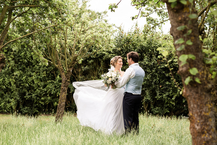 Cambridgeshire venue Lattenbury Hill wedding style ideas. Images by Sarah Brookes Photography (10)