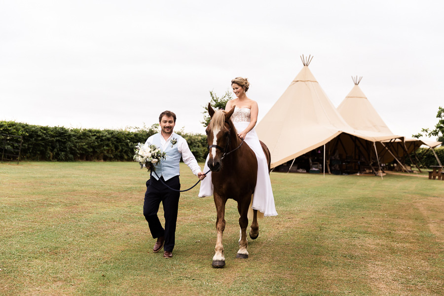 Cambridgeshire venue Lattenbury Hill wedding style ideas. Images by Sarah Brookes Photography (13)
