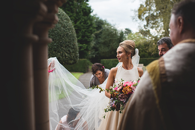 Contemporary English wedding with a Kula Tsurdiu bride, images by Martin Makowski Photography on the English Wedding Blog (10)