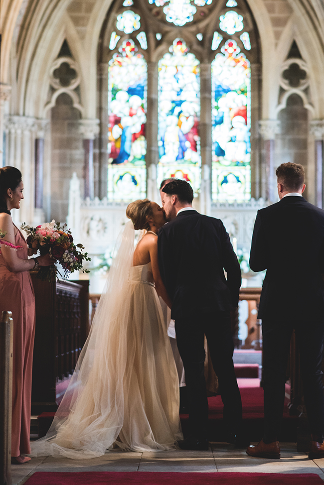 Contemporary English wedding with a Kula Tsurdiu bride, images by Martin Makowski Photography on the English Wedding Blog (11)