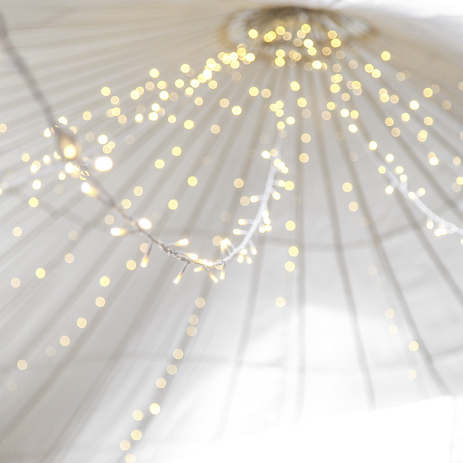 wedding styling ideas with lights (8)