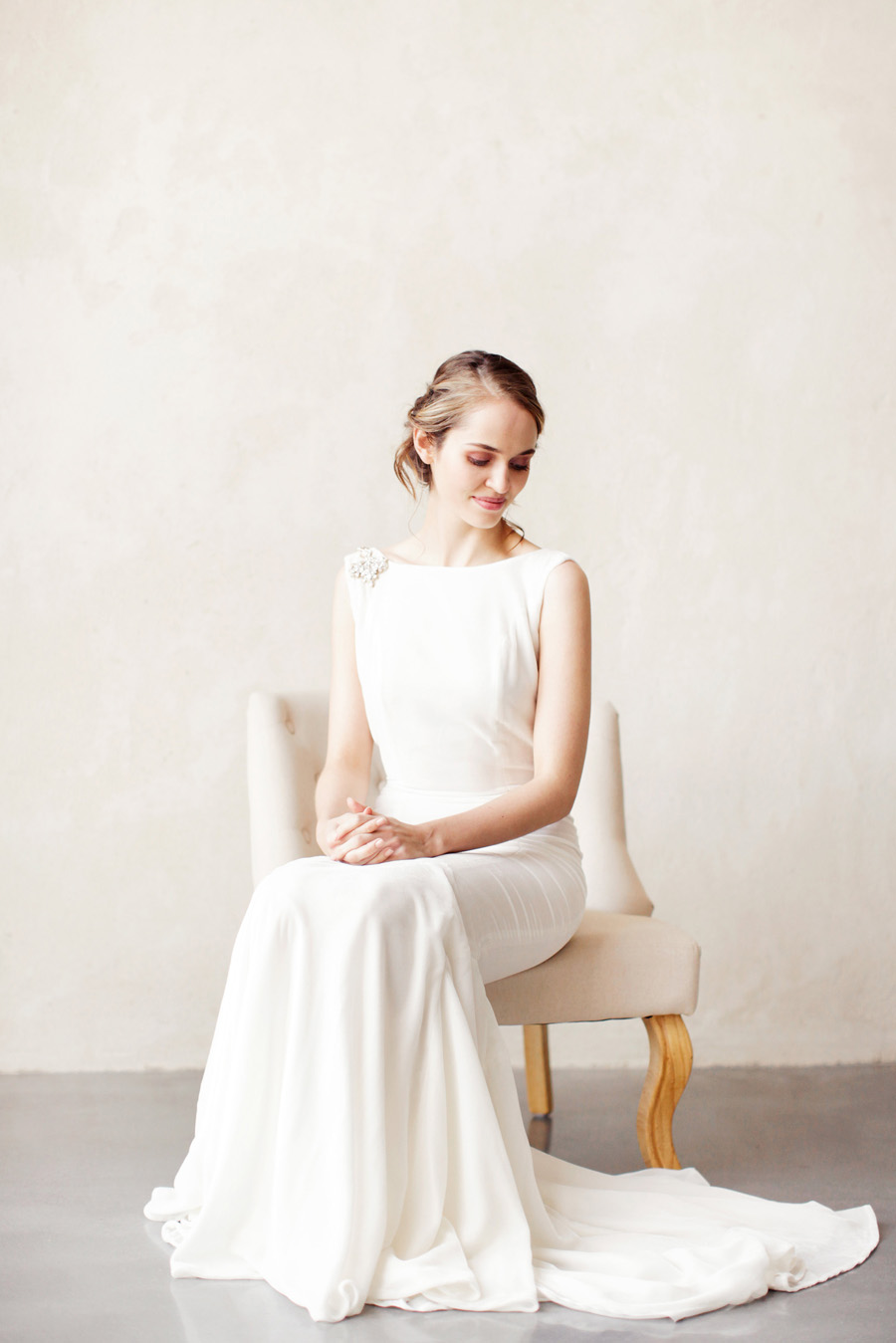 unique and elegant wedding dress ideas with Ailsa Munro, image by Rachel Rose Photography (23)