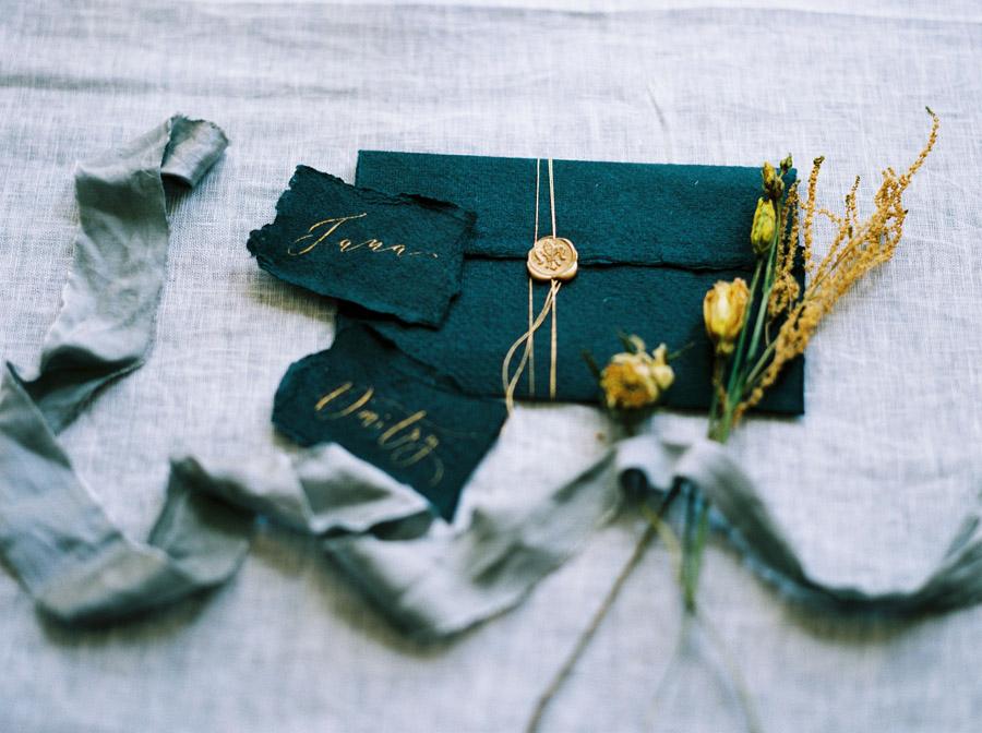 Vintage designer wedding inspiration for 2018, image credit Verona Lain Photography on the English Wedding Blog (5)