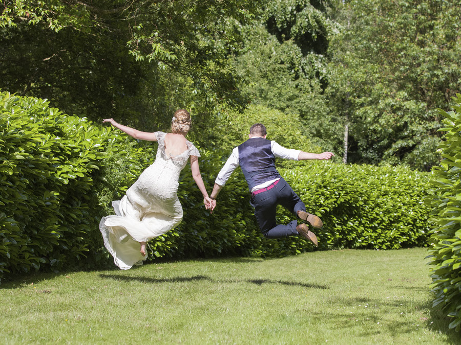 Outdoor wedding in Worcestershire, Bodenham Arboretum - Clive Blair Photography on the English Wedding Blog (27)