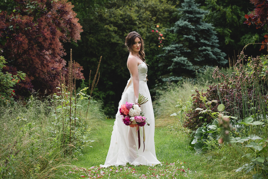 Peony wedding inspiration on the English Wedding Blog, images by Heline Bekker (23)
