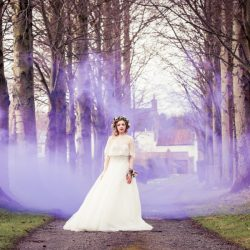 How to use purple accents for vibrant and elegant wedding styling