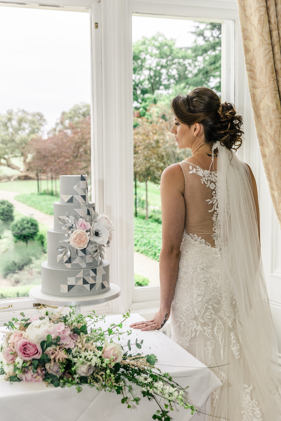 Wedding editorial from Wivenhoe House, image credit Ayshea Goldberg Photography (11)