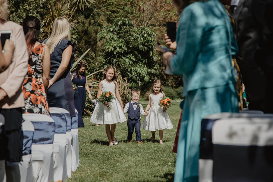 Holly Cade is a Ventnor Botanic Gardens wedding photographer (10)
