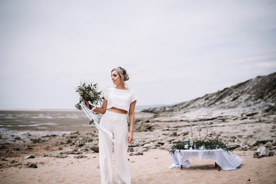 Modern blue styling ideas with calligraphy for an alternative beach wedding (34)