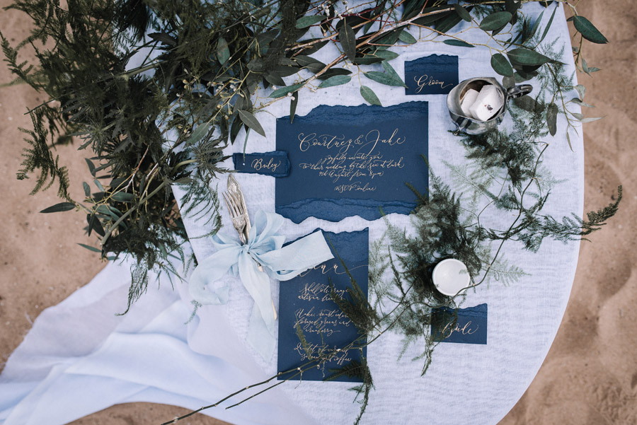 Modern blue styling ideas with calligraphy for an alternative beach wedding (42)