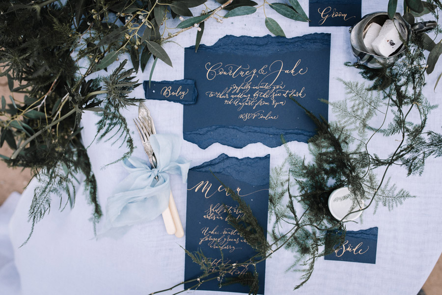 Modern blue styling ideas with calligraphy for an alternative beach wedding (43)
