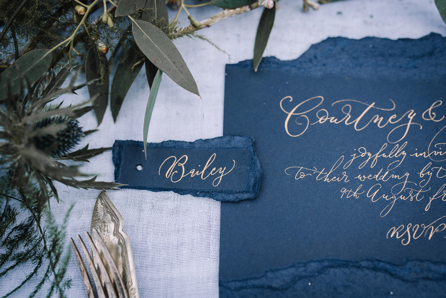 Modern blue styling ideas with calligraphy for an alternative beach wedding (44)