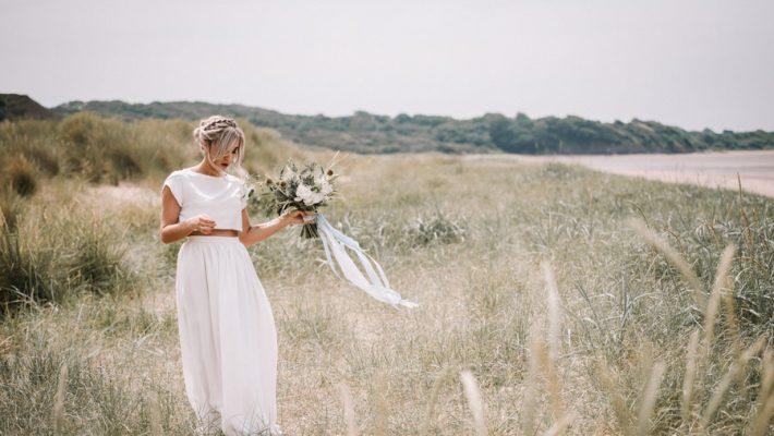 Modern blue styling ideas with calligraphy for an alternative beach wedding (6)