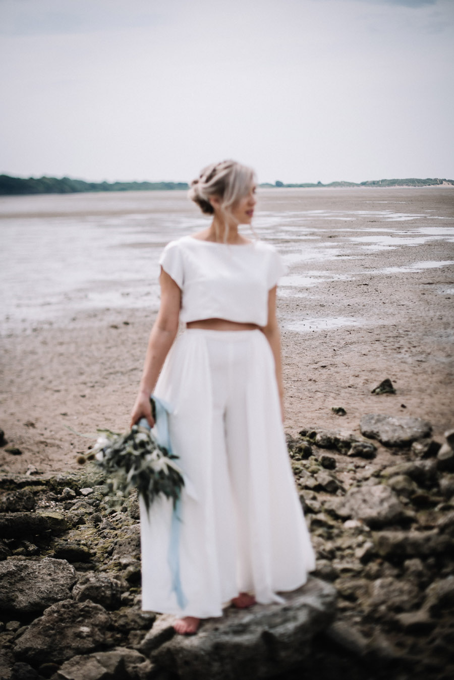 Modern blue styling ideas with calligraphy for an alternative beach wedding (12)