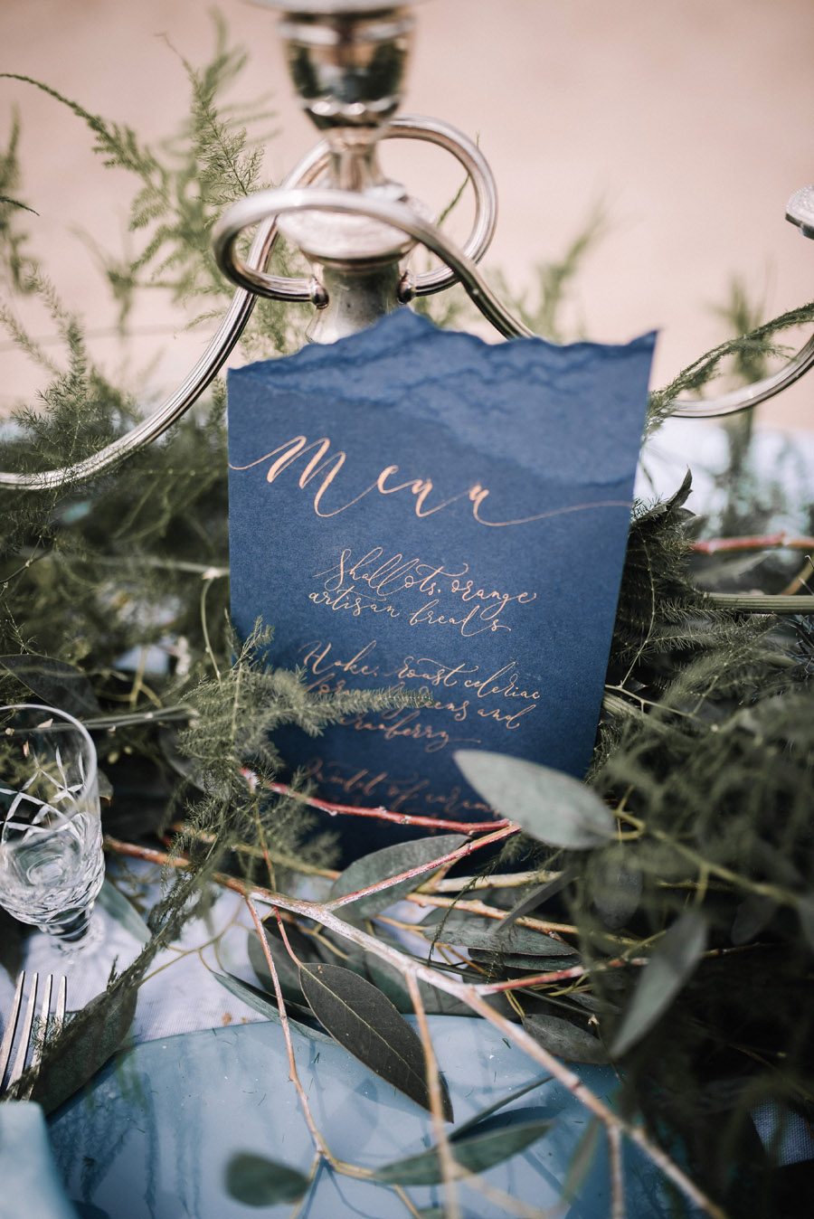 Modern blue styling ideas with calligraphy for an alternative beach wedding (24)
