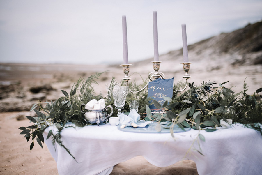Modern blue styling ideas with calligraphy for an alternative beach wedding (26)