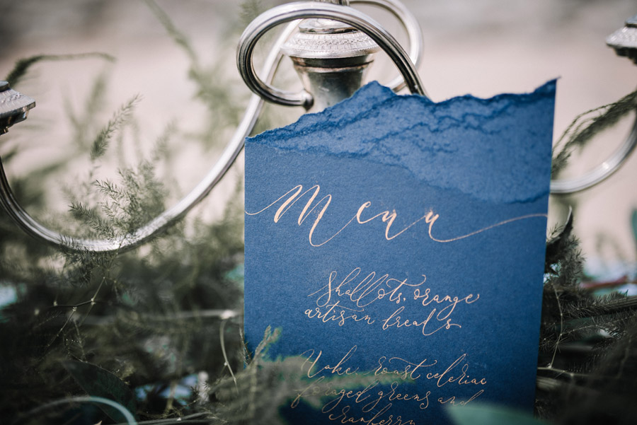 Modern blue styling ideas with calligraphy for an alternative beach wedding (27)