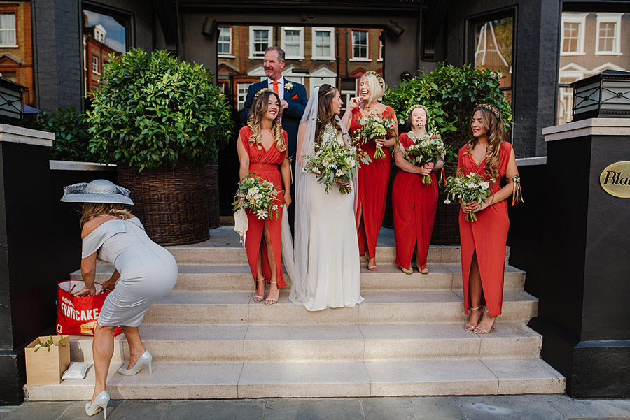 Vibrant boho chic London wedding at The Ivy Chelsea Garden, images by Jonny Barratt Photography (8)