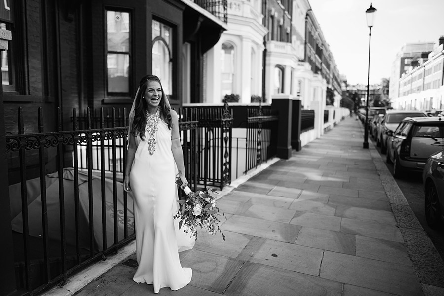 Vibrant boho chic London wedding at The Ivy Chelsea Garden, images by Jonny Barratt Photography (9)