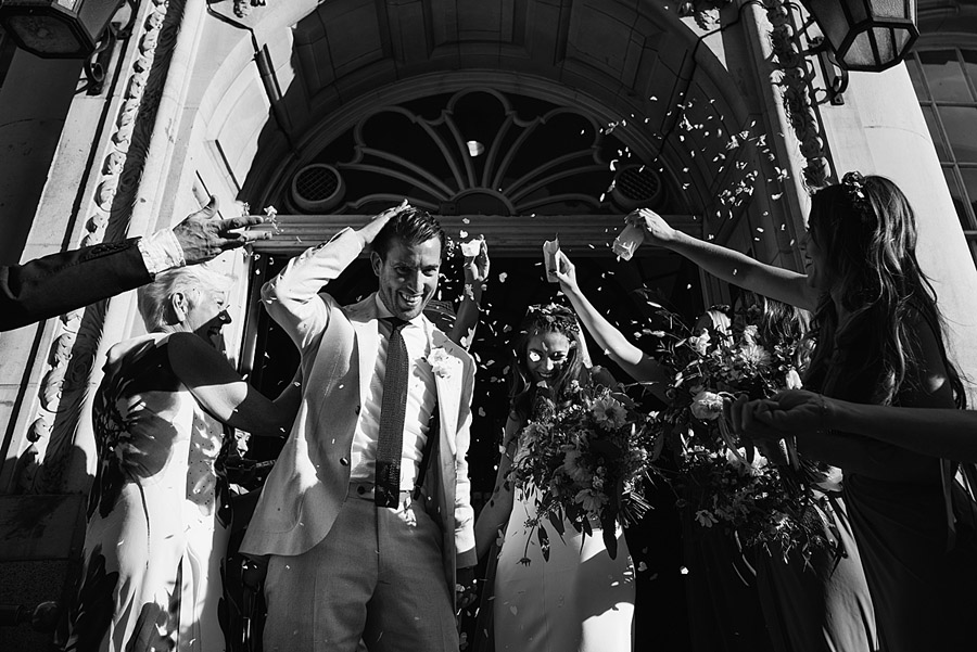 Vibrant boho chic London wedding at The Ivy Chelsea Garden, images by Jonny Barratt Photography (12)