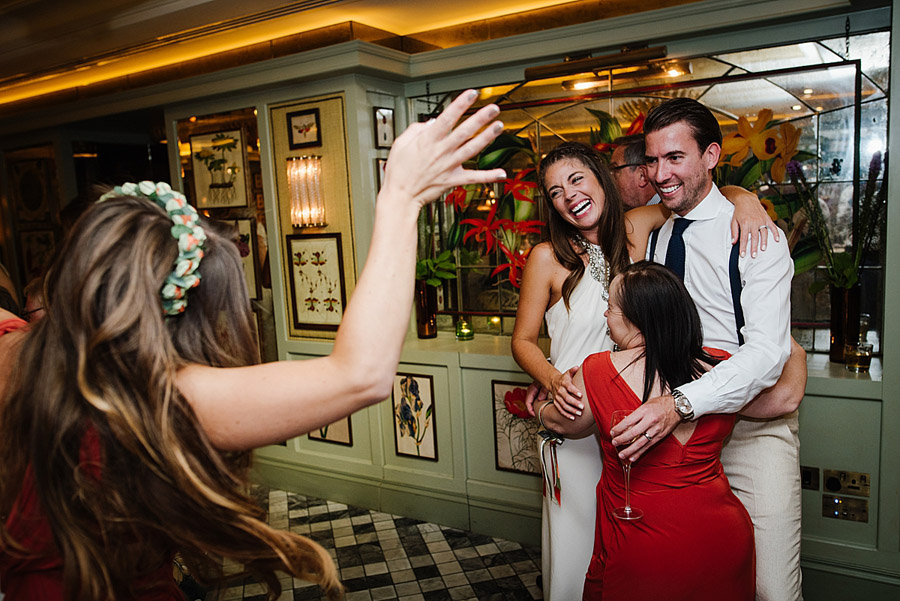 Vibrant boho chic London wedding at The Ivy Chelsea Garden, images by Jonny Barratt Photography (27)