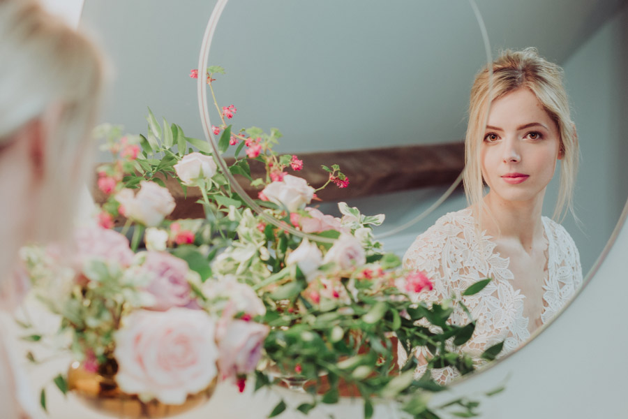 Manor Barn Stonehenge wedding inspiration with Photography by Louisa Jane (16)