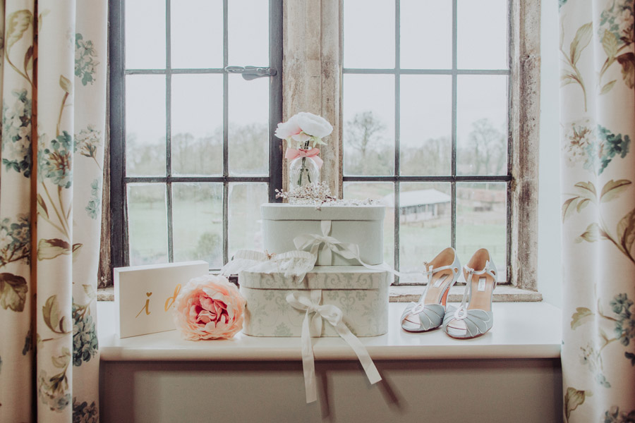 Manor Barn Stonehenge wedding inspiration with Photography by Louisa Jane (18)