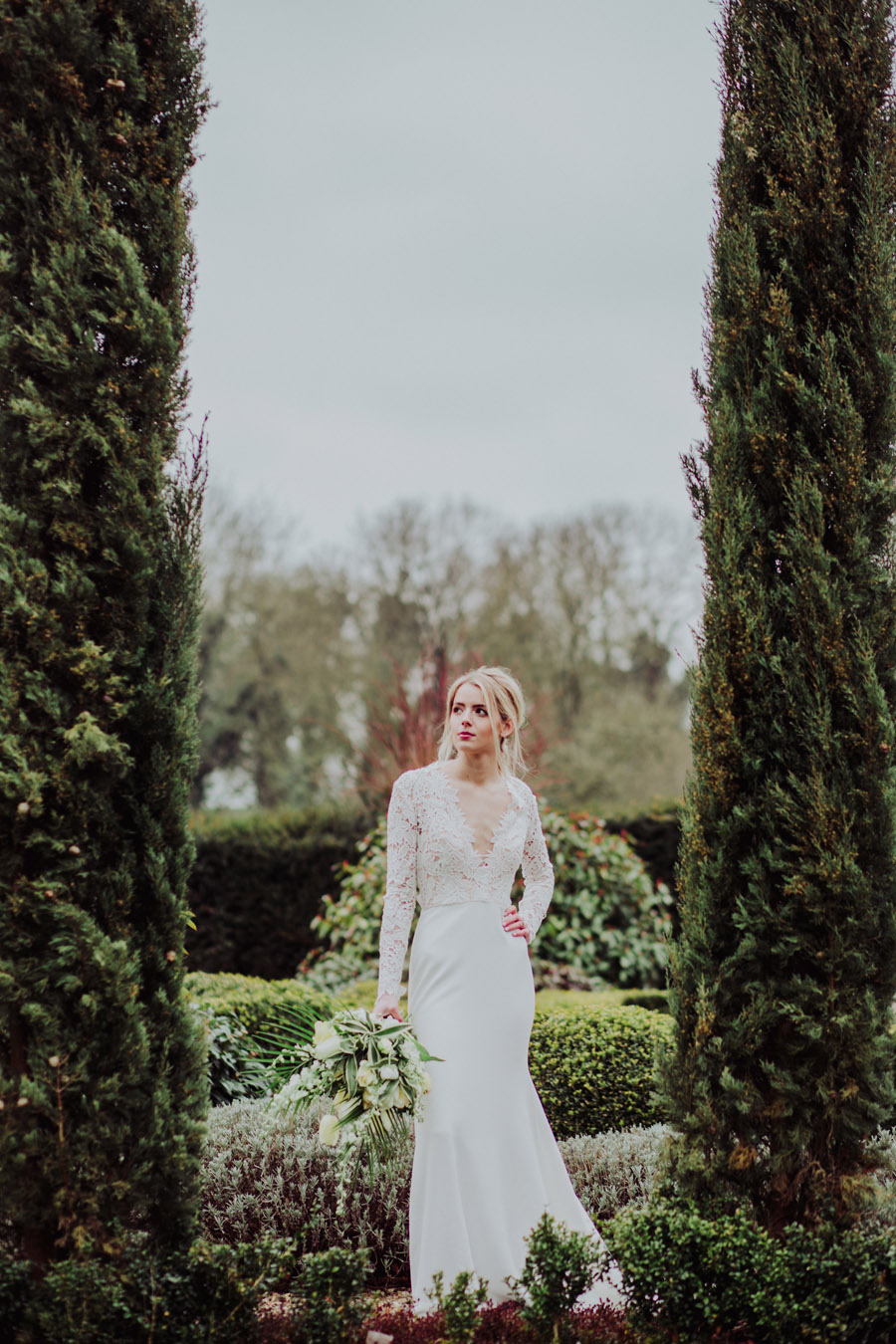 Manor Barn Stonehenge wedding inspiration with Photography by Louisa Jane (31)
