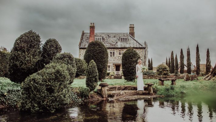 Manor Barn Stonehenge wedding inspiration with Photography by Louisa Jane (33)