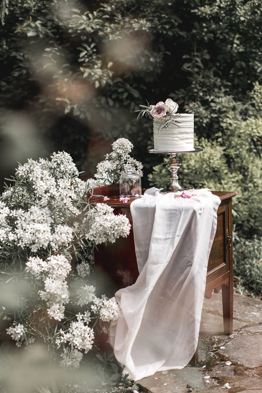 Ye Olde Bell Coaching Inn for a faded beauty wedding style edit with Masha Unwerth (4)