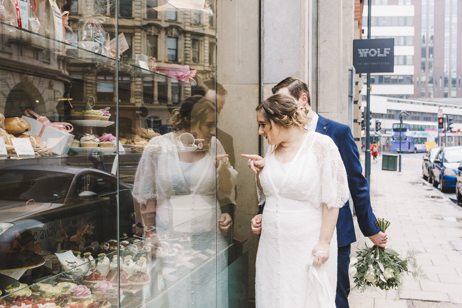 Relaxed and informal modern wedding in Leeds with Anna wood Photography (19)
