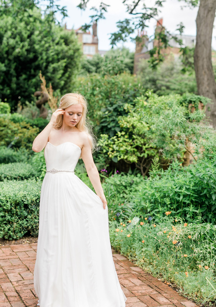 Romantic London wedding editorial with Ryann Lindsey Photography (15)