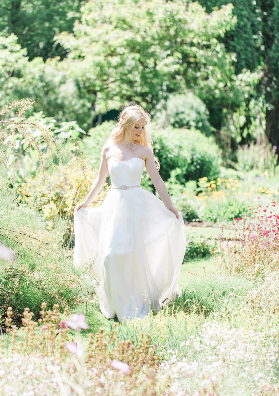 Romantic London wedding editorial with Ryann Lindsey Photography (21)