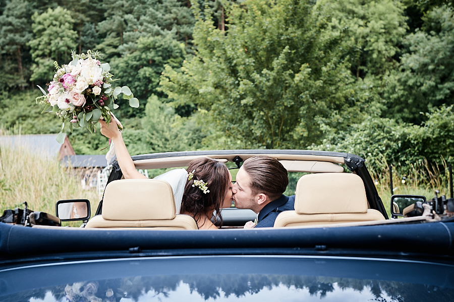 Creative and eclectic modern wedding styling on the English Wedding Blog. Images by Faye Amare Photography (19)