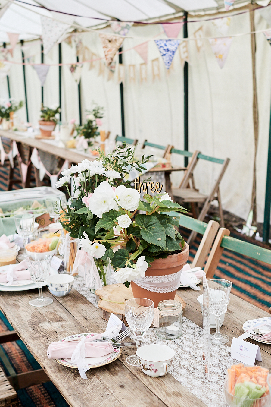 Creative and eclectic modern wedding styling on the English Wedding Blog. Images by Faye Amare Photography (22)