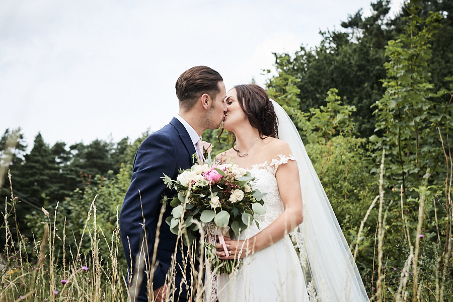 Creative and eclectic modern wedding styling on the English Wedding Blog. Images by Faye Amare Photography (30)